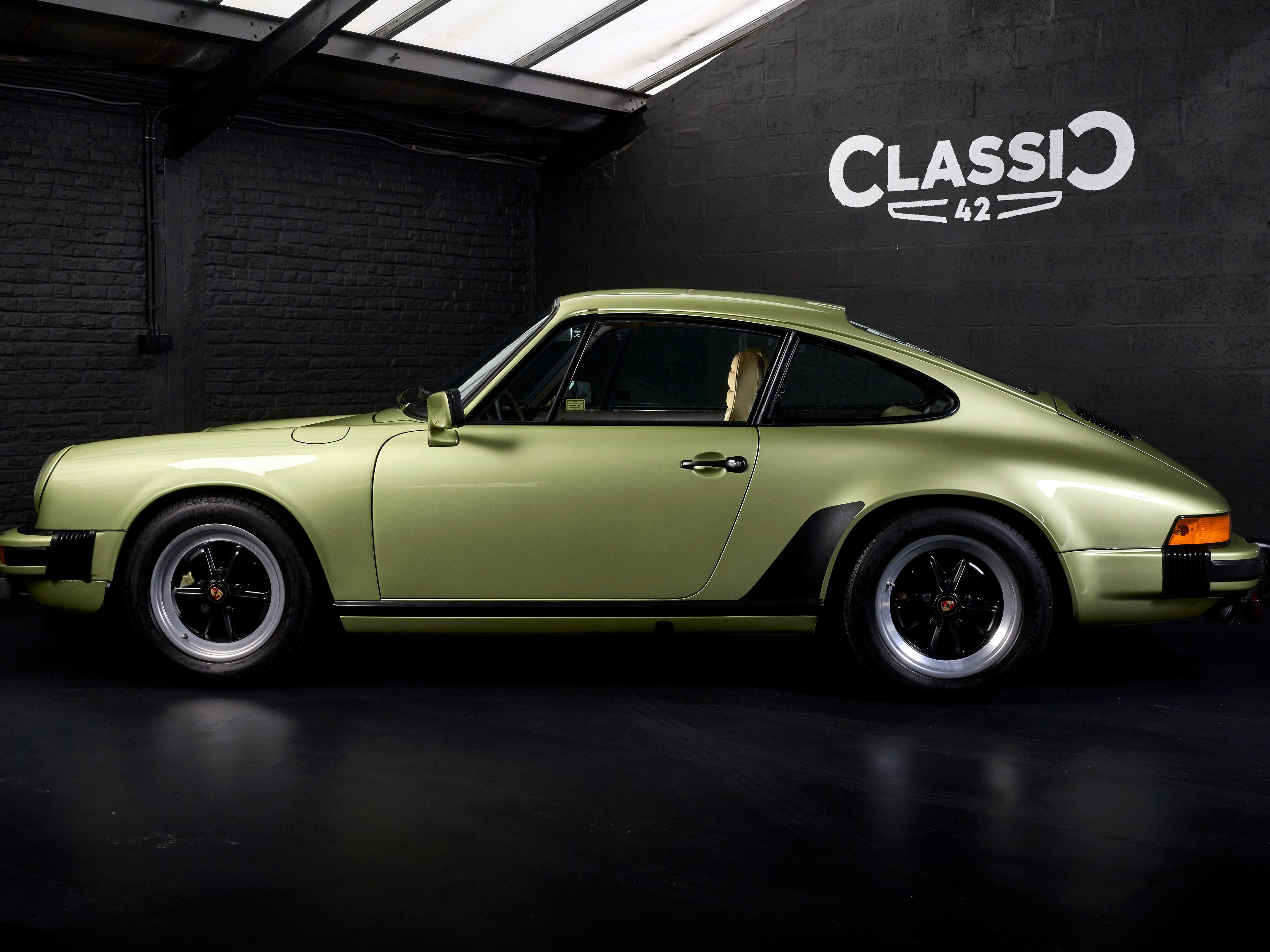 Photo d'une Porsche 911 de 1979 en vente chez Classic 42 Classic German Car Dealer www.classic42.be