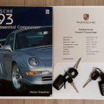 Photo des papiers d'une Porsche 993 grise de 1994 à vendre chez Classic 42 Porsche et Voitures Classiques Belgique