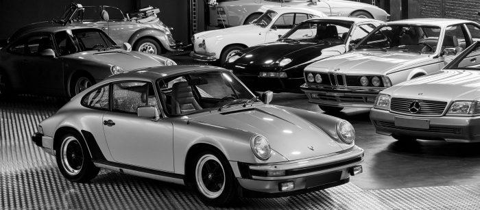 photos du garage de CLASSIC 42 avec des modèles de voitures anciennes Porsche BMW Volkswagen Coccinelle