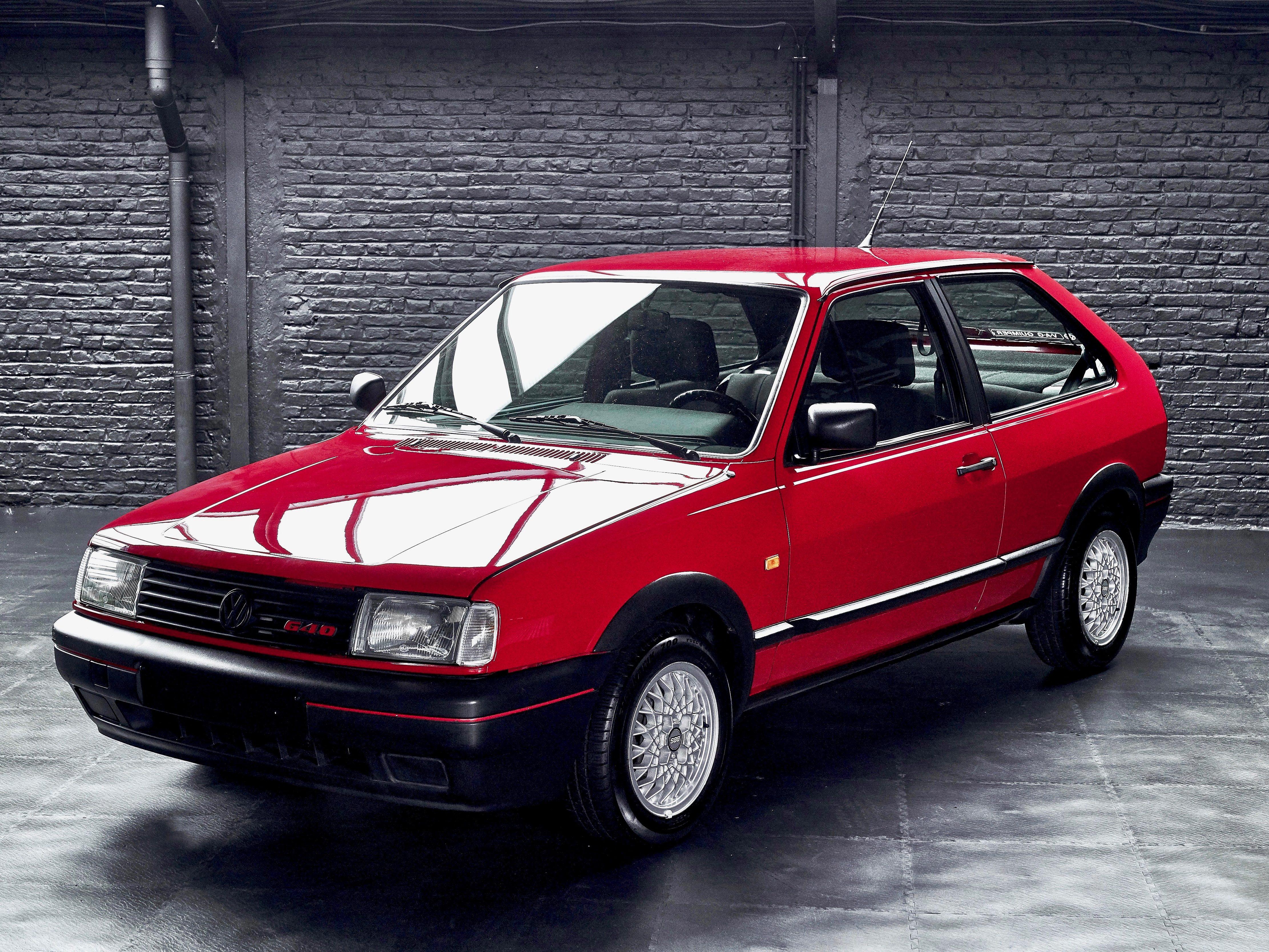 photo d'une Volskwagen Polo G40 de 1992 rouge à vendre chez Classic42