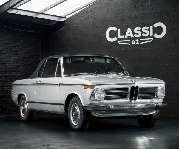 photo d'une BMW 1602 Cabriolet de 1970 en vente chez Classic 42 Classic German Car Dealer www.classic42.be