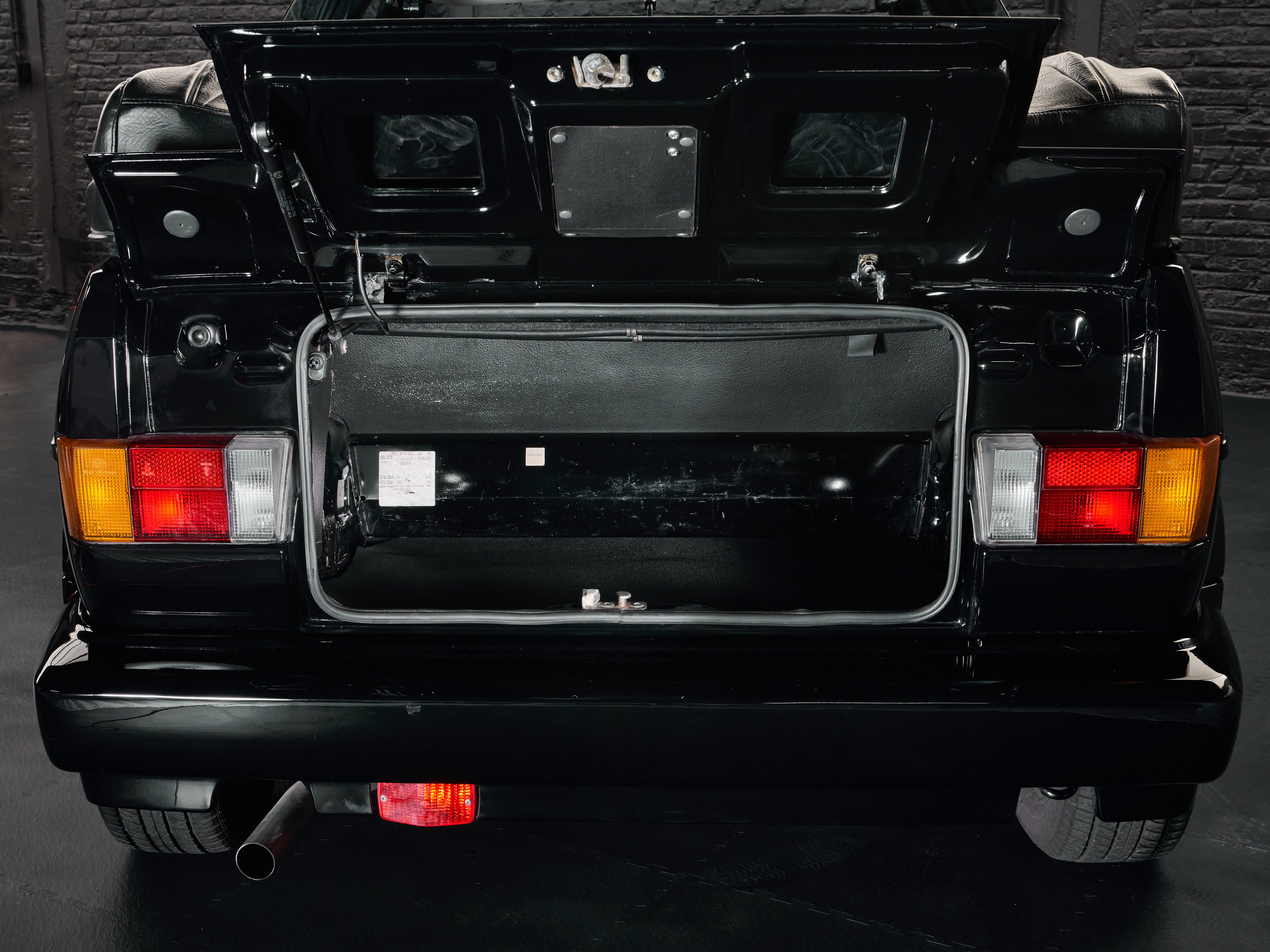 Photo d'une VW Golf Cabriolet Quartet noire de 1991 en vente chez Classic 42 Classic German Car Dealer www.classic42.be