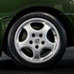 Photo d'une Porsche 968 coupé verte d'occasion de 1994 en vente chez CLASSIC 42 - Achat/Vente de voitures classiques allemandes