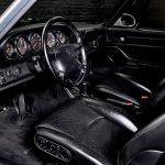 Photo de l'intérieur d'une Porsche 993 grise de 1994 à vendre chez Classic 42 Porsche et Voitures Classiques Belgique