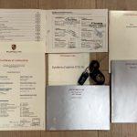 Photo des papiers d'une Porsche 993 4S noire de 1996 en vente chez CLASSIC 42 - Achat/Vente de voitures classiques allemandes www.classic42.be
