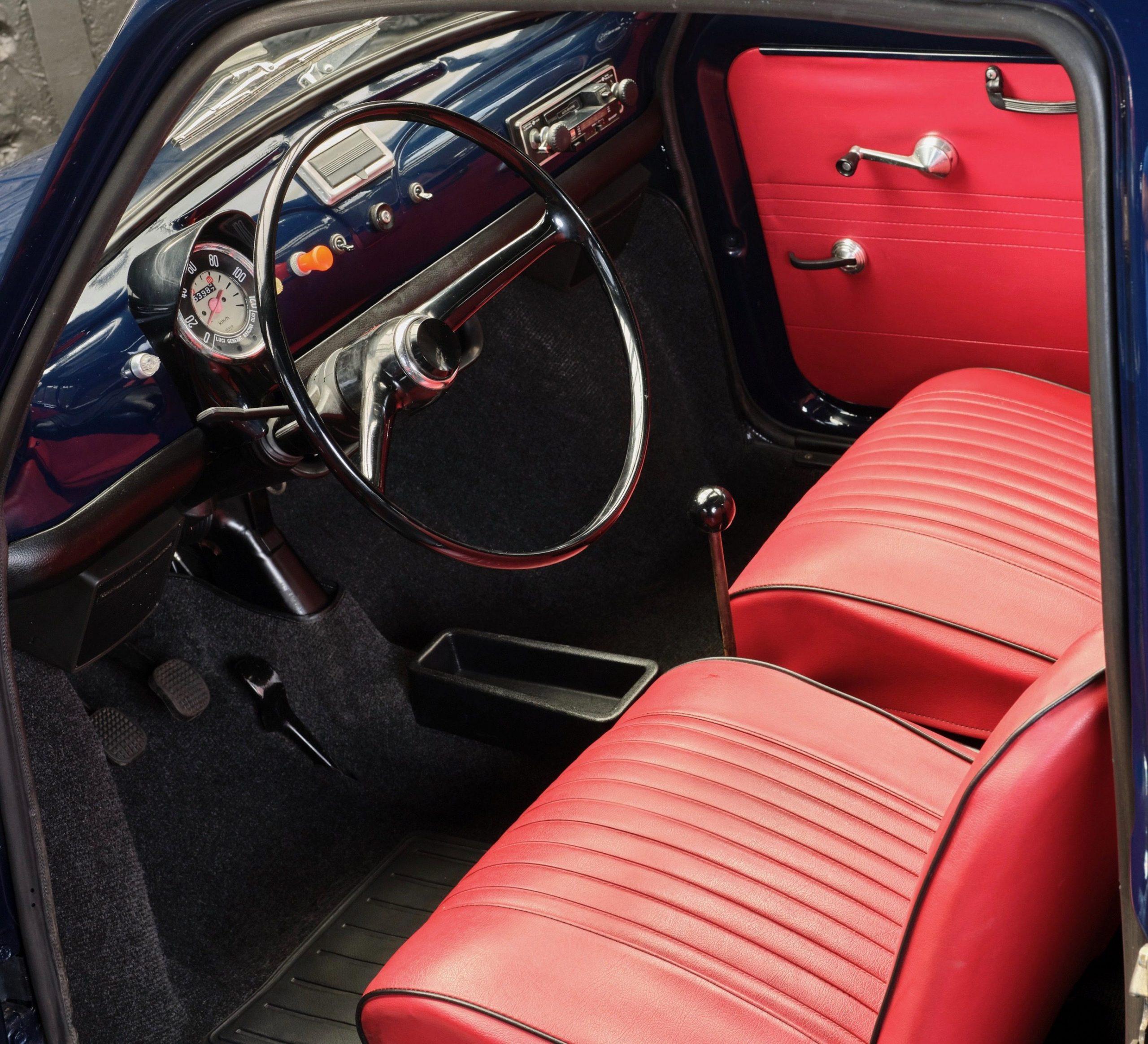 Photo d'une Fiat 500 R de 1975 occasion en vente chez Classic 42 - Voitures Classiques Belgique - Des modèles originaux et authentiques