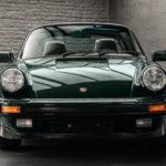 Photo d'une Porsche 911 Carrera Targa de 1983 Vert Forêt Metallic chez Classic 42 | Belgium Classic Cars Specialist