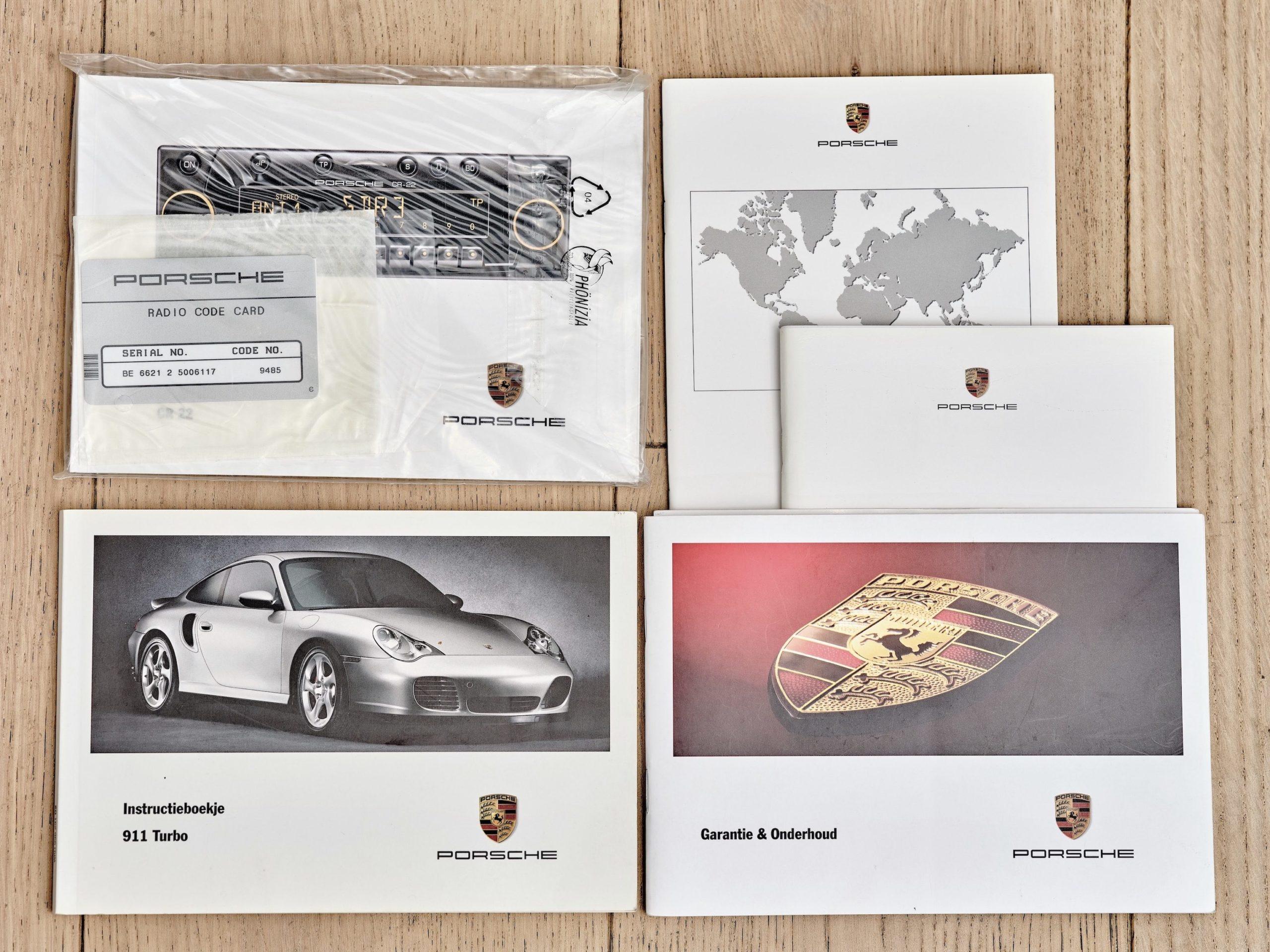 photo des papiers d'une Porsche 996 Turbo de 2002 en vente chez Classic 42 Spécialiste Vente Porsche Classique Bruxelles