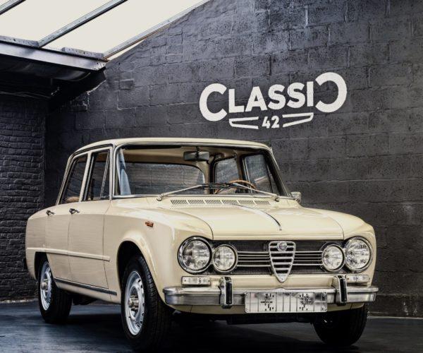 photo d'une Alfa Giulia 1600 Super de 1969 à vendre en occasion chez Classic 42 | Spécialiste Classic Car Belgique