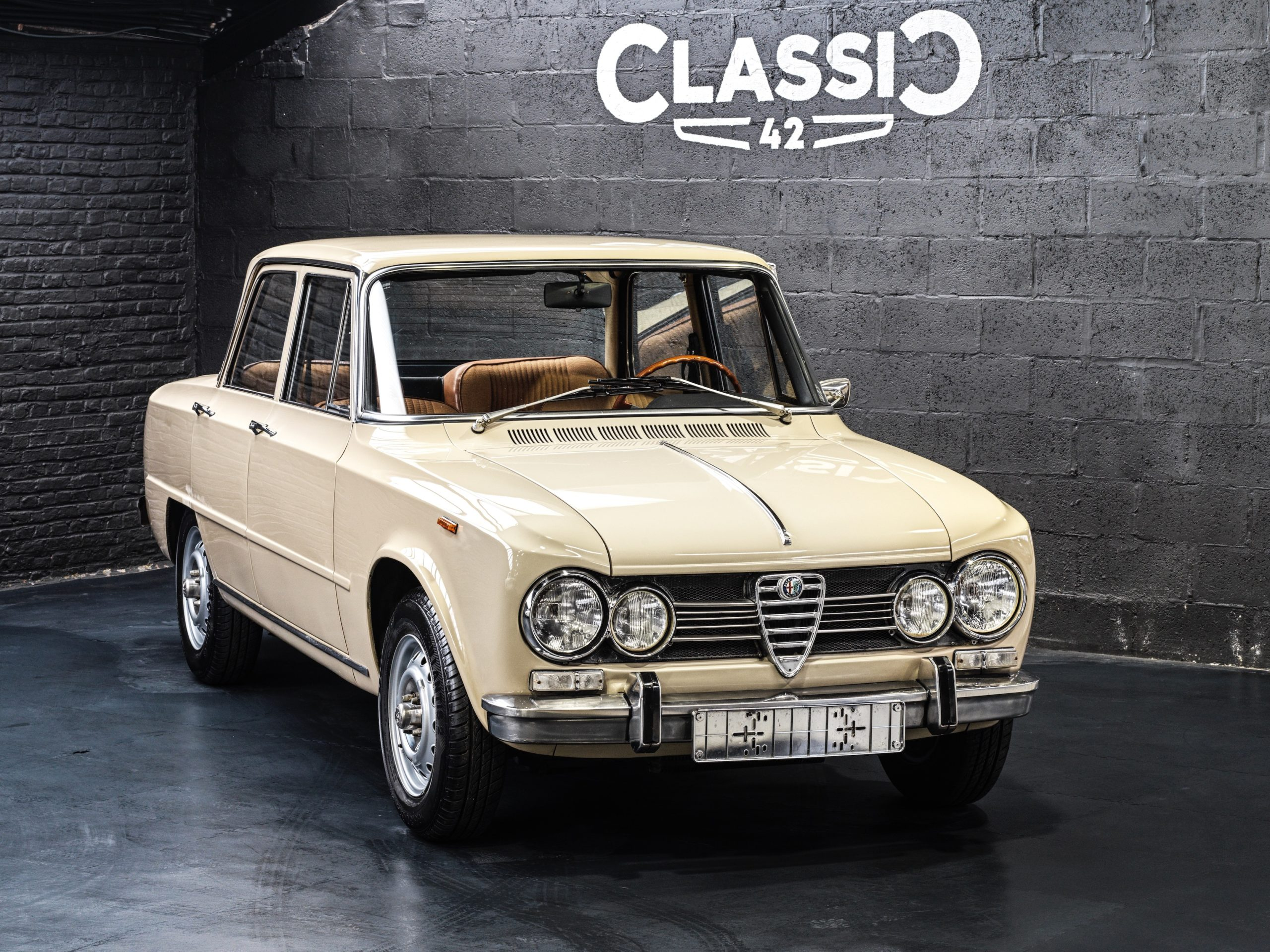 photos d'une Alfa Giulia 1600 Super de 1969 for sale by Classic 42 | Classic Car Specialist Belgium