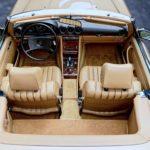 photo d'une Mercedes 380 SL de 1983 Champagne metallic en vente chez Classic 42, le spécialiste Classic Cars Belgique