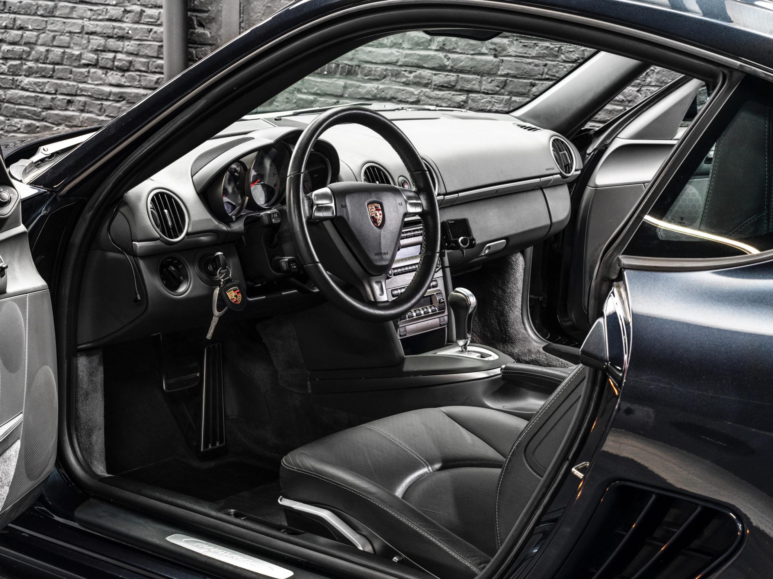 Photos d'une Porsche Cayman S de 2007 en vente occasion chez Classic 42, Spécialiste Porsche Classique Belgique